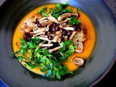 Zuppa di zucca con funghi chiodini