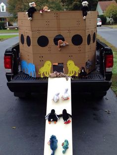 Noah's Ark for Trunk or Treat at Trinity Lutheran Church - Ridge. Soirée Halloween, Holidays Halloween, Halloween Treats, Halloween Decorations, Halloween Costumes, Trunk Or Treat, Fall Festival Games, Harvest Party, Harvest Games