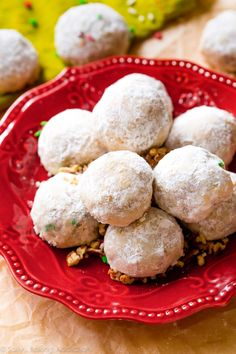 I love making toasted pecan snowballs, or Russian Teacakes, during the holidays because they are prepared in only 1 bowl! Classic Christmas Cookie Recipe, Best Christmas Cookies, Xmas Cookies, Drop Cookies, Gingerbread Cookies, Pistachio Cookies, Pecan Cookies, Holiday Baking, Christmas Baking
