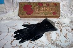 CHIC PYROGRAPHY GLOVE BOX ROSES SHABBY GLOVES ART DECO VICTORIAN COTTAGE ANTIQUE