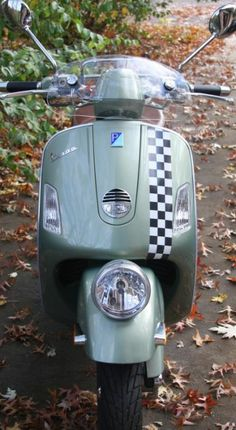 Checkers Vespa Gts, Lambretta Scooter, Scooters, Cars And Motorcycles, Gears, Life, Ska, Autos, Mopeds