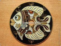 Old CD coaster Dot Painting, Stone Painting, Vinyl Record Art, Cd Art, Colorful Fish, Aboriginal Art, Old Cds, Pictures To Paint, Tribal Art