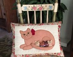 Gatosss Farm Crafts, Diy And Crafts, Cute Cushions, Cat Fabric, Cat Quilt, Cat Pillow, Animal Quilts, Sewing Pillows, Sewing Box