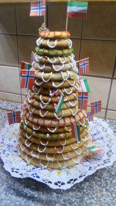Kransekake Gingerbread, Cake, Desserts, Food, Pie Cake, Meal, Cakes, Deserts, Essen
