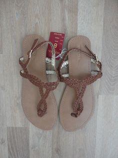 Sandalias chatitas de eco cuero trenzado marron #Merona #SinUso #ConEtiqueta #ModaSustentable. Compra esta prenda en www.saveweb.com.ar!