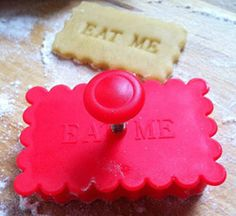 Eat Me Cookie Cutter Stamp by The Little Picture Company. Soirée Halloween, Alice In Wonderland Tea Party, Vintage Cookies, Clay Food, Mad Hatter Tea, Bons Plans, Cakes And More, Cookie Bars, Sweet 16