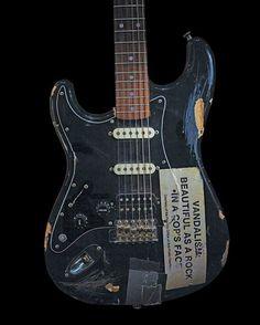 ea67fa5d7b Kurt Cobains vandalism fender stratocaster  lefthandedguitar Ακουστικές  Κιθάρες