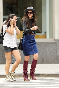 #celebrity 411 - #KatieHolmes Hangs Out with a Friend in #NYC