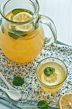Ivka w kuchni - przepisy i fotografia : Rozgrzewający napój imbirowo-cytrynowy z miodem i miętą