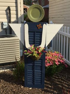 Garden angel I made out of an old shutter! Outdoor Crafts, Outdoor Art, Outdoor Projects, Outdoor Ideas, Outdoor Living, Diy Projects, Garden Junk, Garden Yard Ideas, Garden Crafts