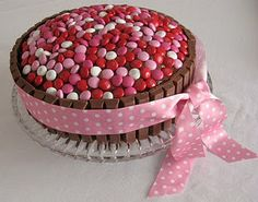 great way to take cake decorating up a notch. hope it tastes as good as it looks!