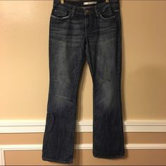 Joe Jeans Boot cut Joe Jeans with little stretch.  These jeans are a fringed at the bottom. Jeans Boot Cut