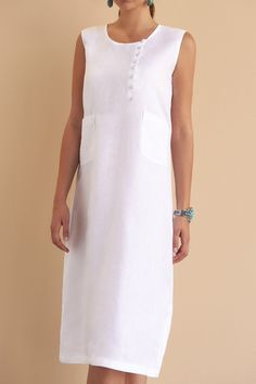The Lyla dress in mid-length for your day-to-night social life, this style features beautiful white linen buttons and our signature Fácil Blanco embroidery. Fácil Blanco is proudly designed and tailored in Dubai from Italian linen. Lace Evening Dresses, Linen Dresses, Boho Fashion Over 40, Womens Linen Clothing, Bohemian Mode, Dresses For Work, Summer Dresses, Mode Outfits, Simple Outfits