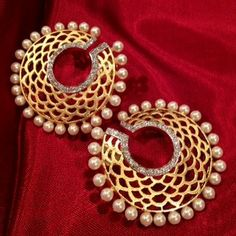 Find out latest collection of Earring. I found this beautiful design on Mirraw earring section.