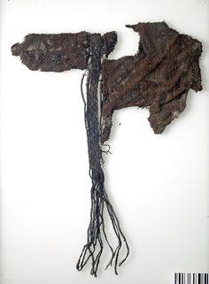 https://flic.kr/p/bwxYoK | Textile fragment | Textile fragment. Silk. Grave find, Björkö, Adelsö, Uppland, Sweden.  SHM 34000:Bj 735  See also kulturarvsdata.se/shm/object/html/616479