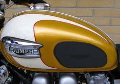 Motorcycle Paint Jobs, Motorcycle Tank, Cb500 Cafe Racer, Cafe Racers, Triumph Bonneville T100, Hot Bikes, Triumph Motorcycles, Classic Trucks, Yamaha