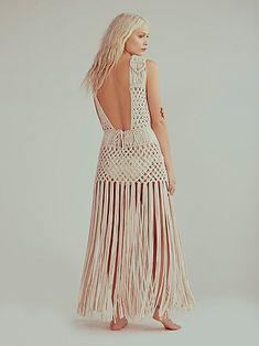 Labyrinth Dress Pin it now! Crochet Boat, Macrame Dress, Bikini Dress, Crochet Wedding, Summer Knitting, Macrame Jewelry, Macrame Knots, Macrame Patterns, T Shirt Yarn