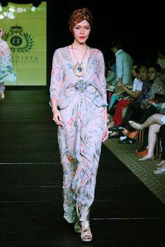 COLLECTION : Batik Kaftan Collection By Iwan Tirta ~ Glowlicious Kaftan Batik, Batik Dress, Life Inspiration, Wedding Inspiration, Indonesia Fashion Week, Batik Fashion, Islamic Fashion, Kebaya, Asian Fashion