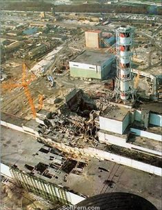A nuclear reactor accident occurs at the Chernobyl Nuclear Power Plant in the Soviet Union (now Ukraine), creating the world's worst nuclear disaster. Chernobyl Reactor, Reactor Nuclear, Engineering Disasters, Nuclear Disasters, Power Engineering, Chernobyl 1986, Chernobyl Disaster, Chernobyl Nuclear Power Plant, Nuclear War