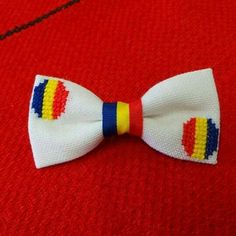 Papion traditional cusut manual pe etamina! Cross Stitch Patterns, Hair Bows, 1 Decembrie, Diy And Crafts, Traditional, Embroidery, Bow Ties, Blockchain, Handmade