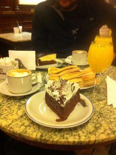 Desayuno Tortoni Café Tortoni Buenos Aires Argentina