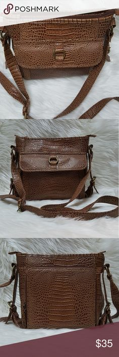 COLDWATER CREEK croc style shoulder bag COLDWATER CREEK croc style shoulder bag   Measurements are approximate  9.5 x 11 x 3 25.5 strap drop height (adjustable) Coldwater Creek Bags Shoulder Bags