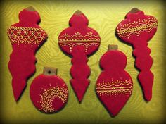 Red gingerbread baubles with golden ornaments