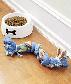 DIY Recycled Dish Towel Dog Rope-can also be made out of old T-Shirts.