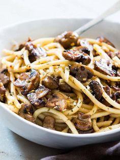 15-Minute Mushroom Spaghetti Aglio Olio | Community Post: 15 Spaghetti Dishes That Would Make Your Grandma Jealous
