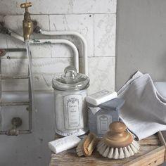 Depósito Santa Mariah: Banheiros