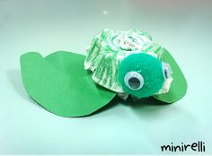 These tiny sea turtles are just too cute not to share! You may need: Egg cartons Pom poms (green) Googly eyes Green construction paper Green crayons White glue Firstly we cut out some small flipper…