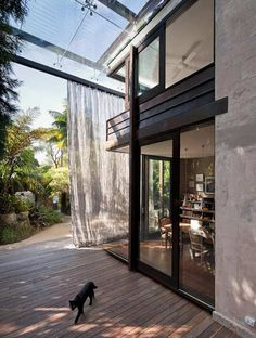 glass loggia house :: glass roof + double height steel mesh curtain... reminiscent of shigeru ban's curtain wall element.