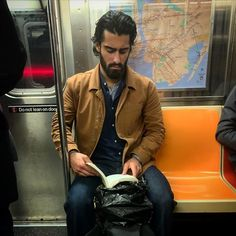 Instagram-Account-Shares-Hot-Dudes-Reading-Books Guys Read, Nyc Subway, Man Images, Man Crush, Books To Read, Reading Books, Bearded Men, Book Worms, Hot Guys