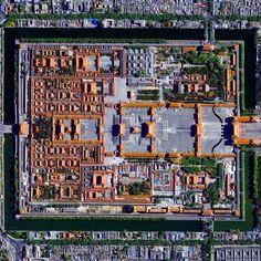 Civilização em perspectiva: O mundo visto de cima,Forbidden City, Beijing, China. Image Courtesy of Daily Overview. © Satellite images 2016, DigitalGlobe, Inc