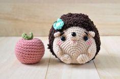 Mimi-chan the lil' hedgehog amigurumi. Free pattern!