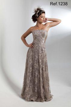 Vestido de Festa Longo tomara que caia com forro em cetim amassado com sobreposição de renda bordada  com mini pérolas - 1238