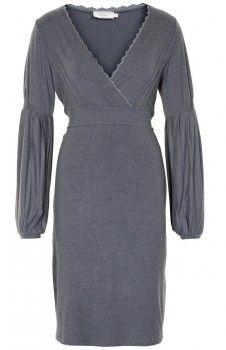 Kjole cream <3  Nydelig & stil-ren kjole med flatterende linjer. Kjolens midje er med komfortabel stretch. Kjolen er av mykt & solid materiale med stretch.