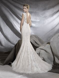 3d8d3b8a0668 Osiris is a guipure and Chantilly wedding dress with a romantic design.  Discover it now by visiting the Pronovias website.