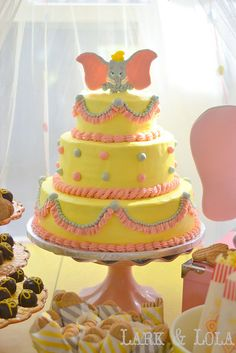 A yellow, pink, and gray Dumbo cake!when I have my baby shower I will be doing this and a dumbo theme! Dumbo Baby Shower, Baby Shower Yellow, Baby Shower Cakes, Baby Shower Themes, Shower Ideas, Dumbo Birthday Party, Birthday Cake, Cute Cakes, Pretty Cakes