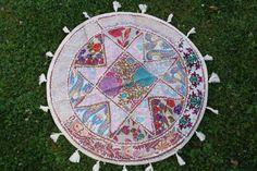 Bestickter Patchwork Wandbehang, runde Tischdecke, weiss,  ethno,boho,  bunt, handbestickt