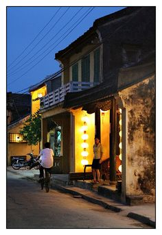 The old town of Hoi An in south central #Vietnam is great to stroll around in by day and night. It is a World Heritage Site by being a well-preserved example of a South-East Asian trading port dating from the 15th to the 19th century. Little restaurants, shops and temples line the streets in beautiful old buildings