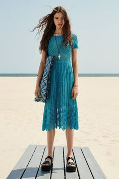 Michael Kors Collection Resort 2019 collection, runway looks, beauty, models, and reviews.