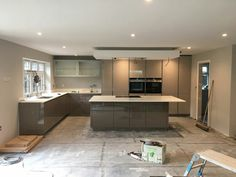 Taupe Kitchen, Kitchen Tiles, Kitchen Stuff, Cashmere Gloss Kitchen, Kitchen Island Remodel Ideas, Open Plan Kitchen Dining Living, Bungalow Floor Plans, Design Your Kitchen, Cuisines Design
