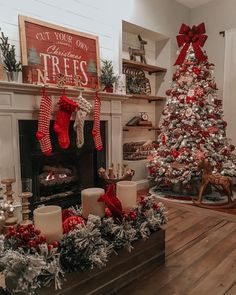 Looking for for images for farmhouse christmas decor? Browse around this website for very best farmhouse christmas decor pictures. This unique farmhouse christmas decor ideas will look entirely brilliant. Farmhouse Christmas Decor, Christmas Ornaments To Make, Christmas Mantels, Outdoor Christmas Decorations, Christmas Home, Christmas Holidays, Apartment Christmas, Homemade Christmas, Simple Christmas