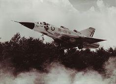 Aviones Caza y de Ataque: Dassault Balzac V     Tipo      VTOL banco de pruebas Fabricante     Dassault Aviation Primer vuelo  13 de octubre de 1962 Generación     2º Usuario principal Ejército del Aire francés Producido 1962 Número construido 1