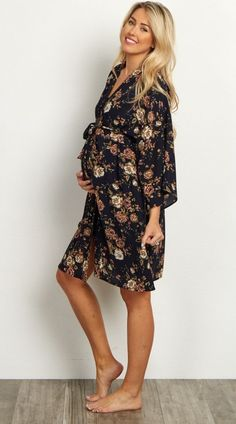 A floral printed delivery/nursing maternity robe to make sure your visit during and after the hospital is comfortable and stylish. This robe will make you feel beautiful through all of motherhood's transitions. With the gorgeous hues, feminine design, and Stylish Maternity, Maternity Wear, Maternity Fashion, Maternity Dresses, Maternity Styles, Maternity Nursing, Future Maman, Bump Style, Pregnancy Outfits