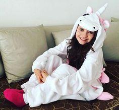 Eu sou um unicornio! Disney Channel, Dove Cameron, Kylie Jenner, Selena Gomez, Pokemon Costumes, Cosy Outfit, Cisneros, Son Luna, Superhero Movies