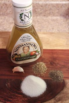 the BEST copy cat recipe for OLIVE GARDEN'S dressing.  NO mayo, NO seasoning packets required.  Guaranteed delicious!