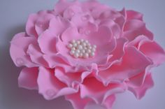 How to make Layered Flowers Fondant Baby Shoes, Fondant Flower Cake, Buttercream Flowers, Fondant Cakes, Yolanda Cakes, Fondant Cake Tutorial, Fondant Tools, Gum Paste Flowers, Fondant Decorations