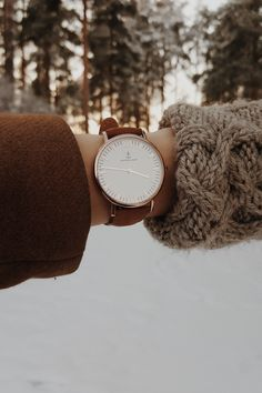winter | watch for her | womens watches | snow | cold | freezy | Campus Cognac Suede Leather by Kapten & Son | picture by annasofiapark